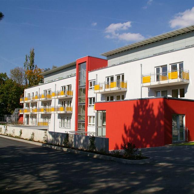 Außenansicht mit Balkonen des BRK Ruhrsitz